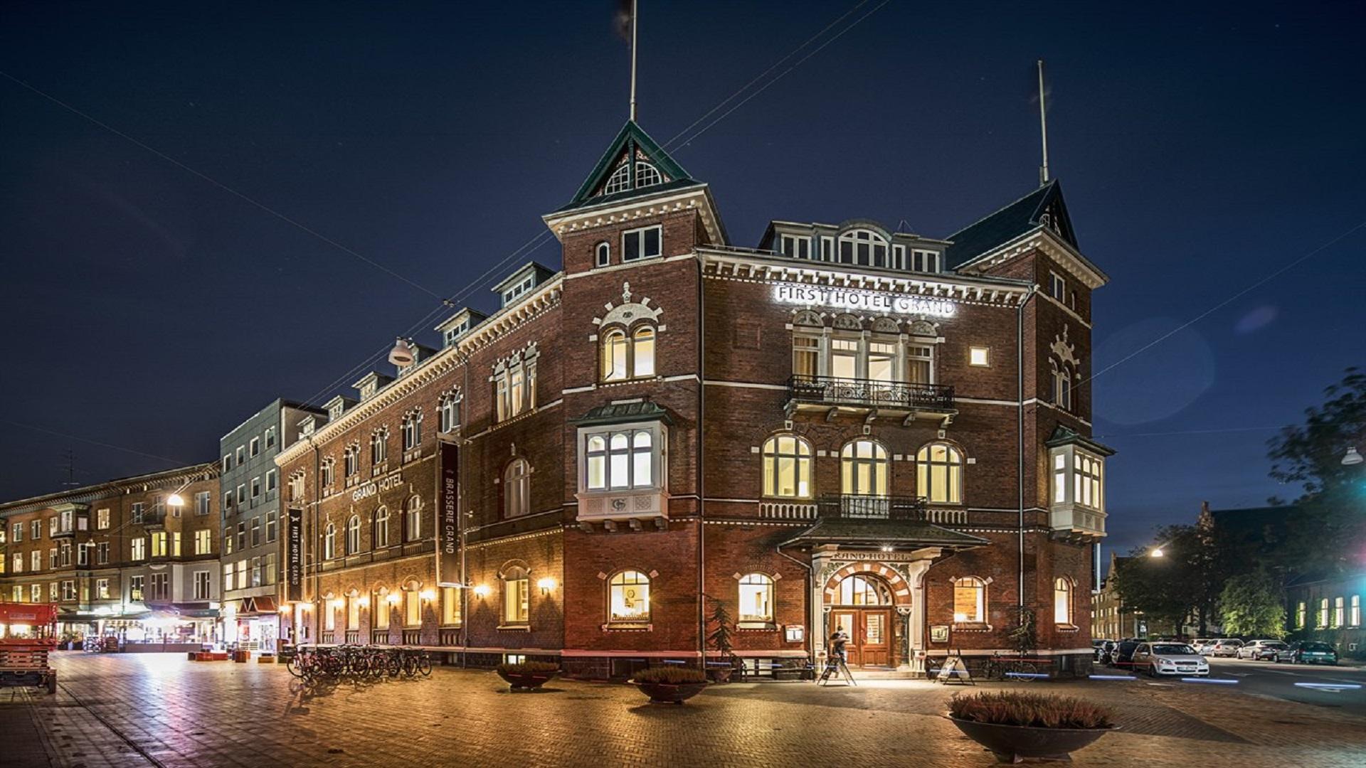 first hotel grand fra 945 dkk pr nat housing denmark. Black Bedroom Furniture Sets. Home Design Ideas